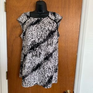 Cato Woman Size 14/16 Black Gray, White Blouse